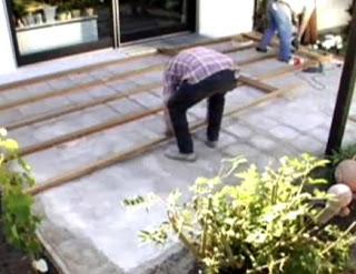 memasang-decking-kayu