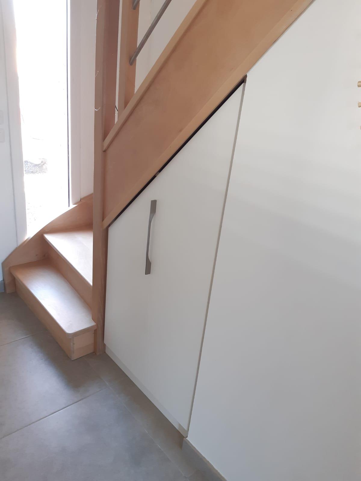 sous escalier avec caisson coulissant