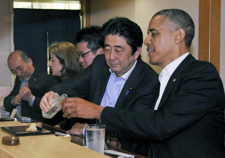 Obama eating sushi in Japan