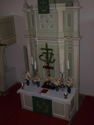 Blick von der Empore zum Altar