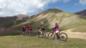 Mountain Bike sur les pistes kirghizes ou du Kirghizistan -