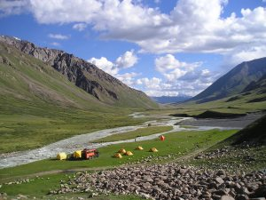 Between Kirghiz Alatoo and Son Koul