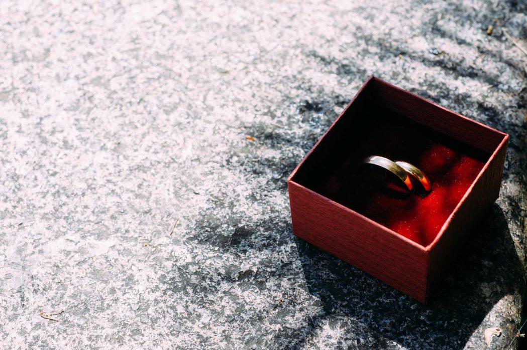 Аксессуары для свадебной фотосессии кольца