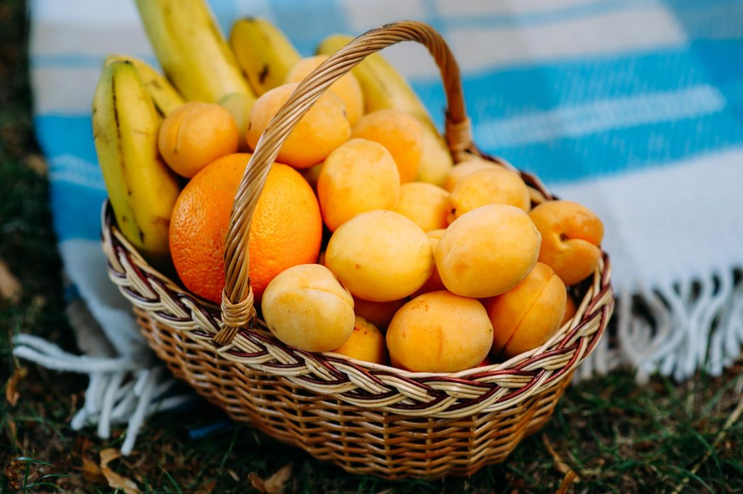 Аксессуары для свадебной фотосессии корзинка фруктов