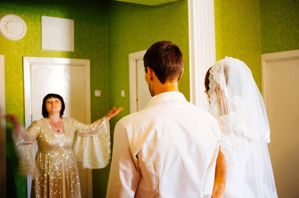 """Свадебная церемония началась приглашением в """"комнату""""..."""