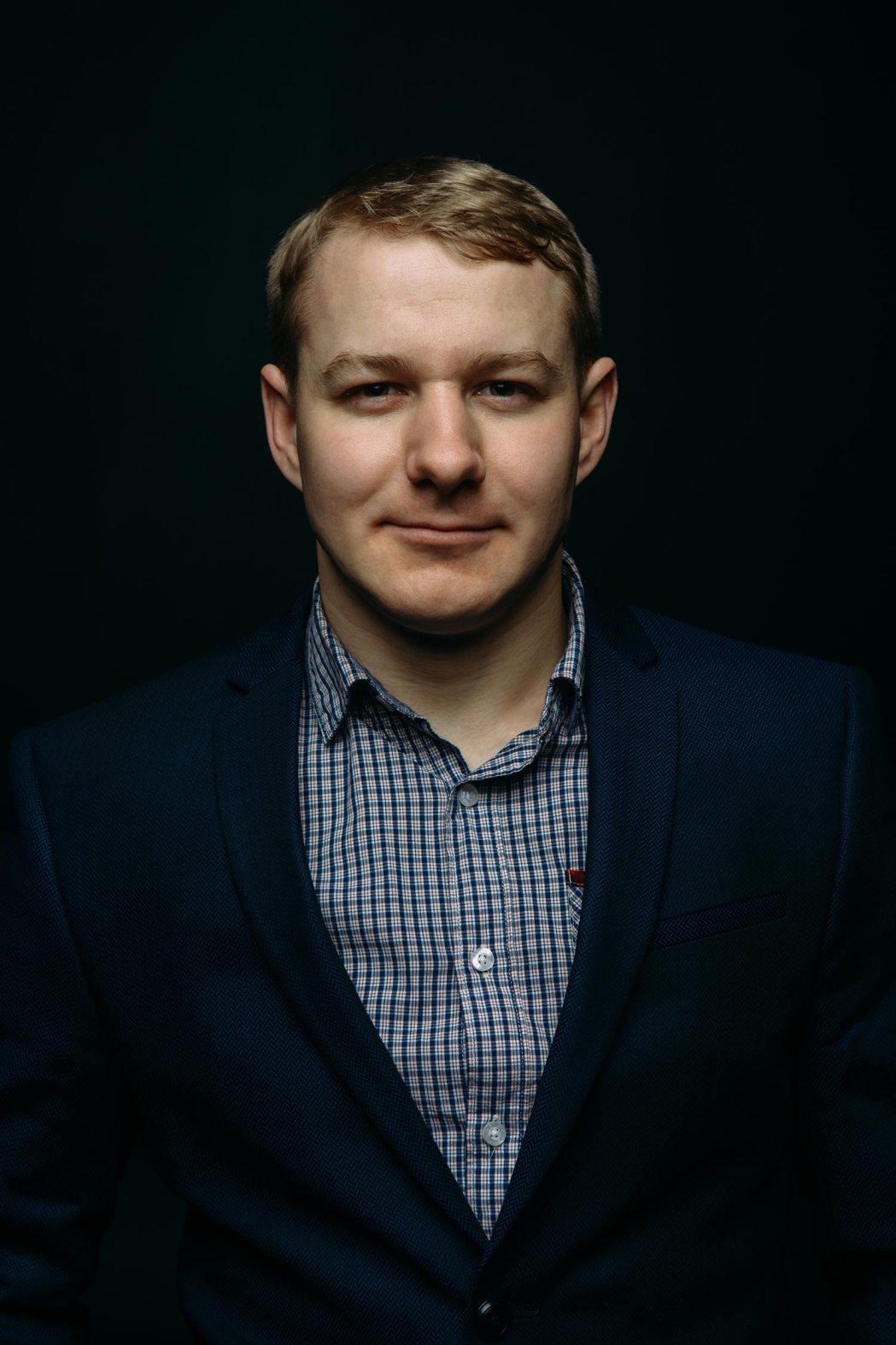 Мужской студийный портрет мужской фотограф