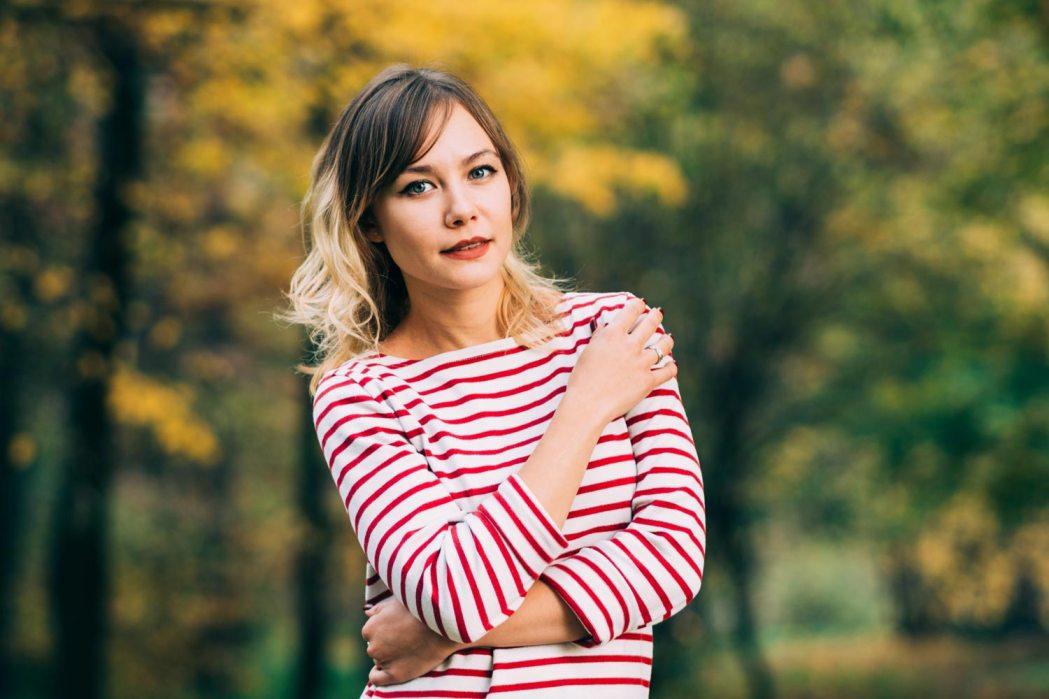 Фотосессия в листьях осенью Киев