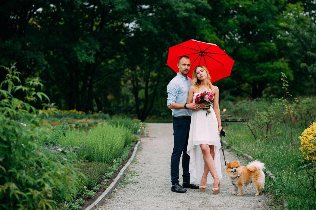 у кого была свадьба в дождь