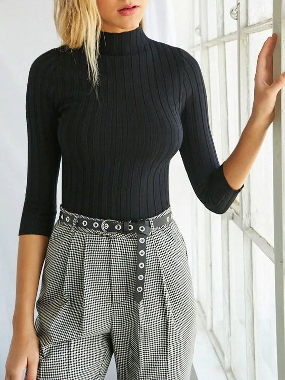 Keep accessories minimal, this model is showing how a simple belt can lift a classic outfit