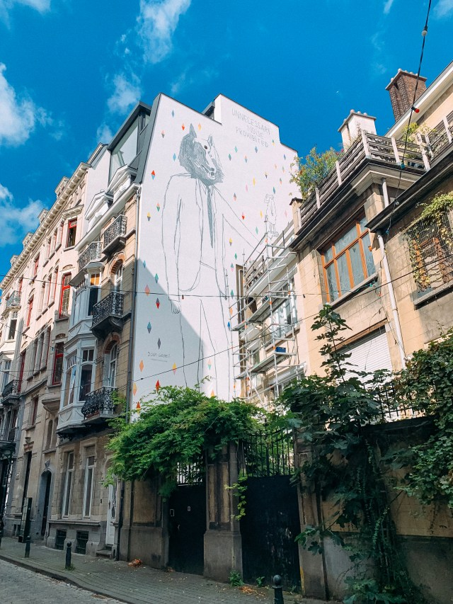 A les Hommes loupes mural by Dominique goblet in Brussels, Belgium.