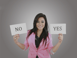 Business young woman trying to make a decision between Yes or No