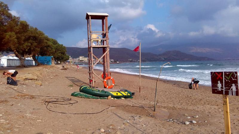 Cleaning the beach around Kissamos Festival