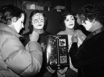 Kiss at Cow Palace, '77(15)