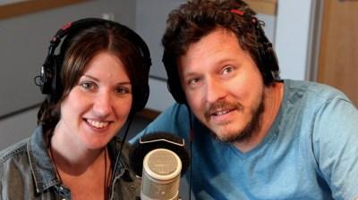 Programledarna Helena Gustafsson och Mattias Nilsson