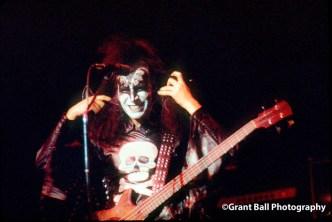 kiss 1975--8