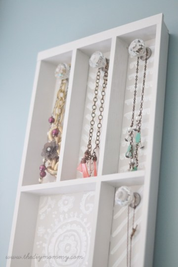 DIY-Jewelry-Holder-from-Cutlery-Tray
