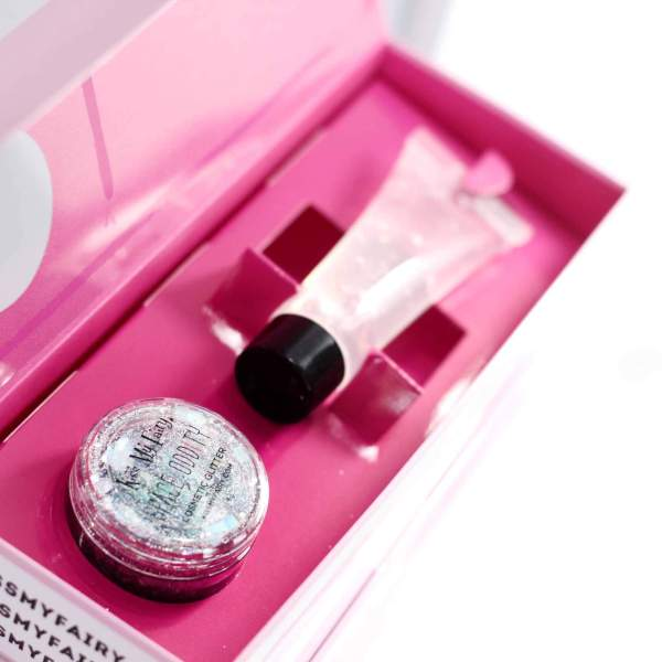 Cosmetic grade glitter application kit with cosmetic grade glitter application glue