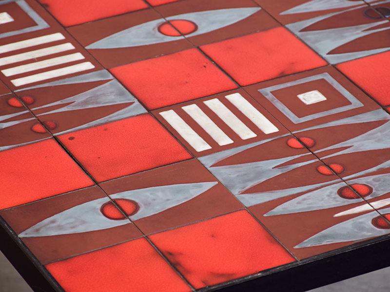 table basse ceramique rouge dans le