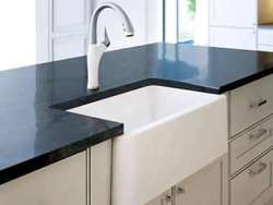 Farmhouse and apron front kitchen sinks banner