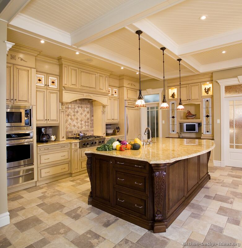 Luxury kitchen designs for Pics of traditional kitchens