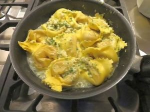 Tortellini mit Zitronen-Kräuter-Pesto