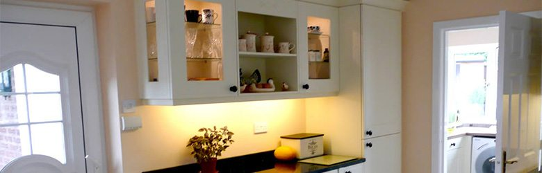 white cottage kitchen cabinets and shelves