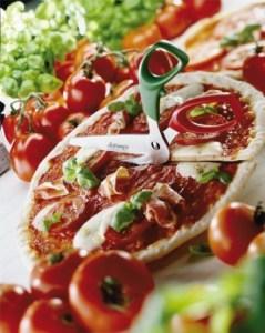 Pizzaschere mit pizza