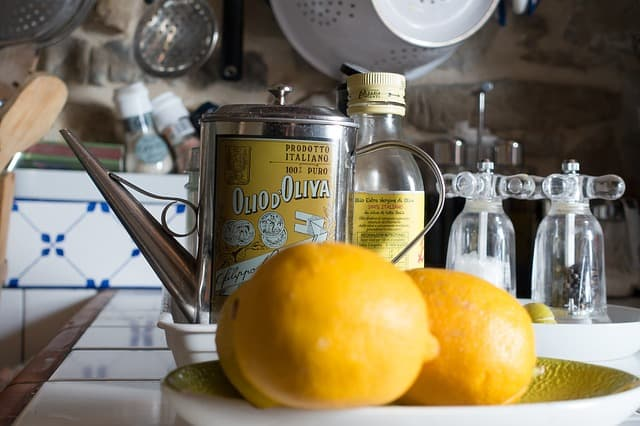 Ölflasche Zitronen