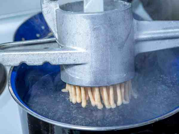 Swabian noodle machine for spaetzle