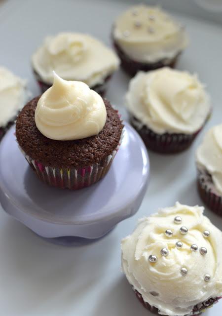 crown royal whisky whiskeycupcakes (aka boozy cupcakes)