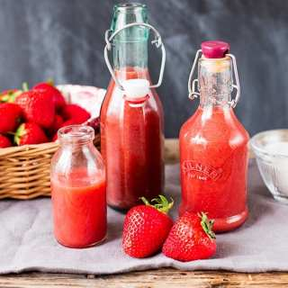 Simple Strawberry Sauce