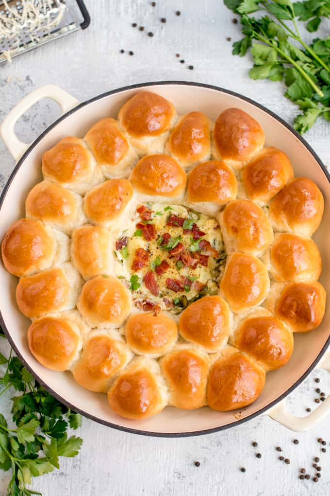 Dough Balls with Creamy Spinach and Bacon Dip - great for parties, BBQs or a family lunch where everyone can dig in!