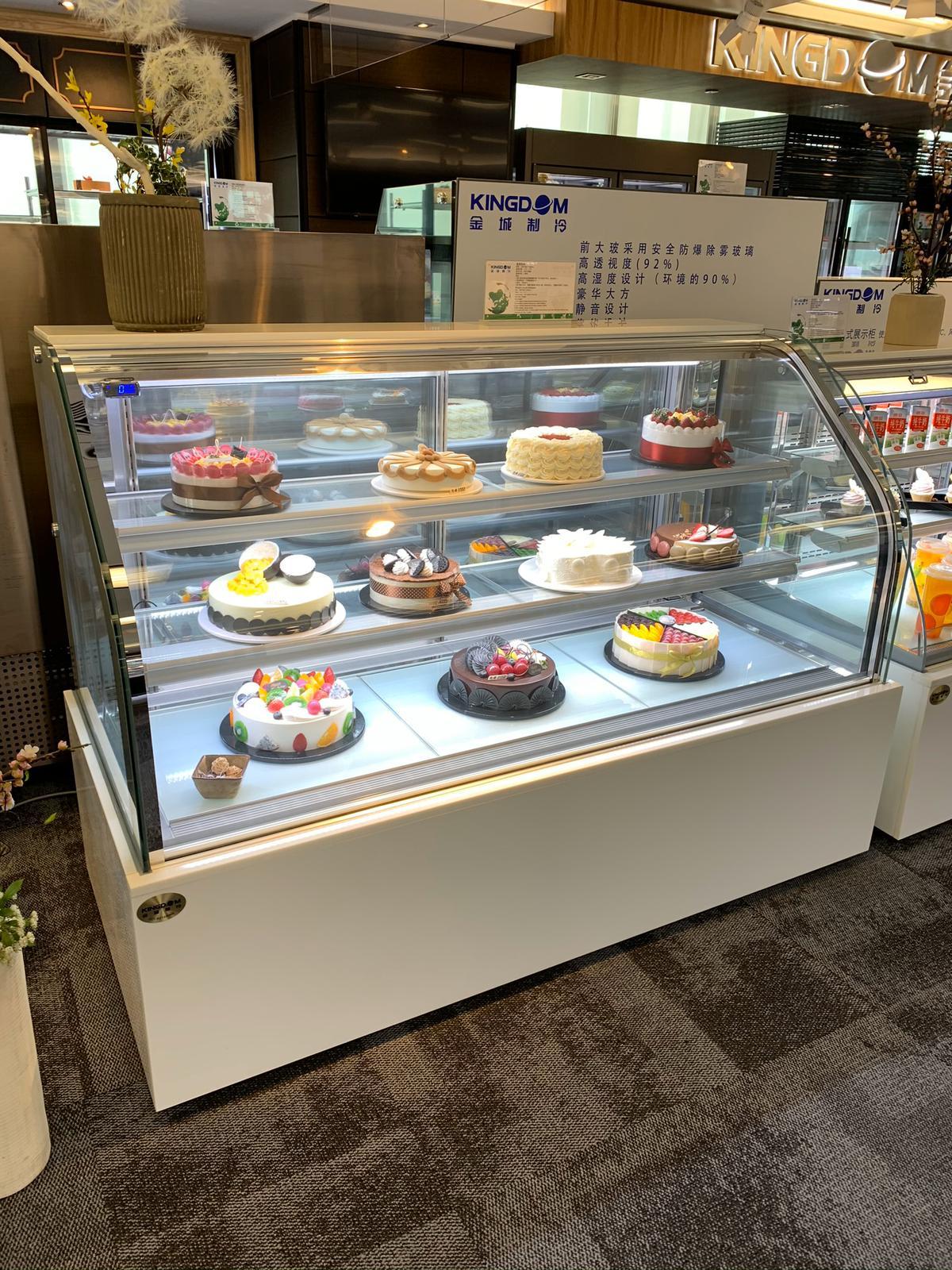 curve cake display showcase