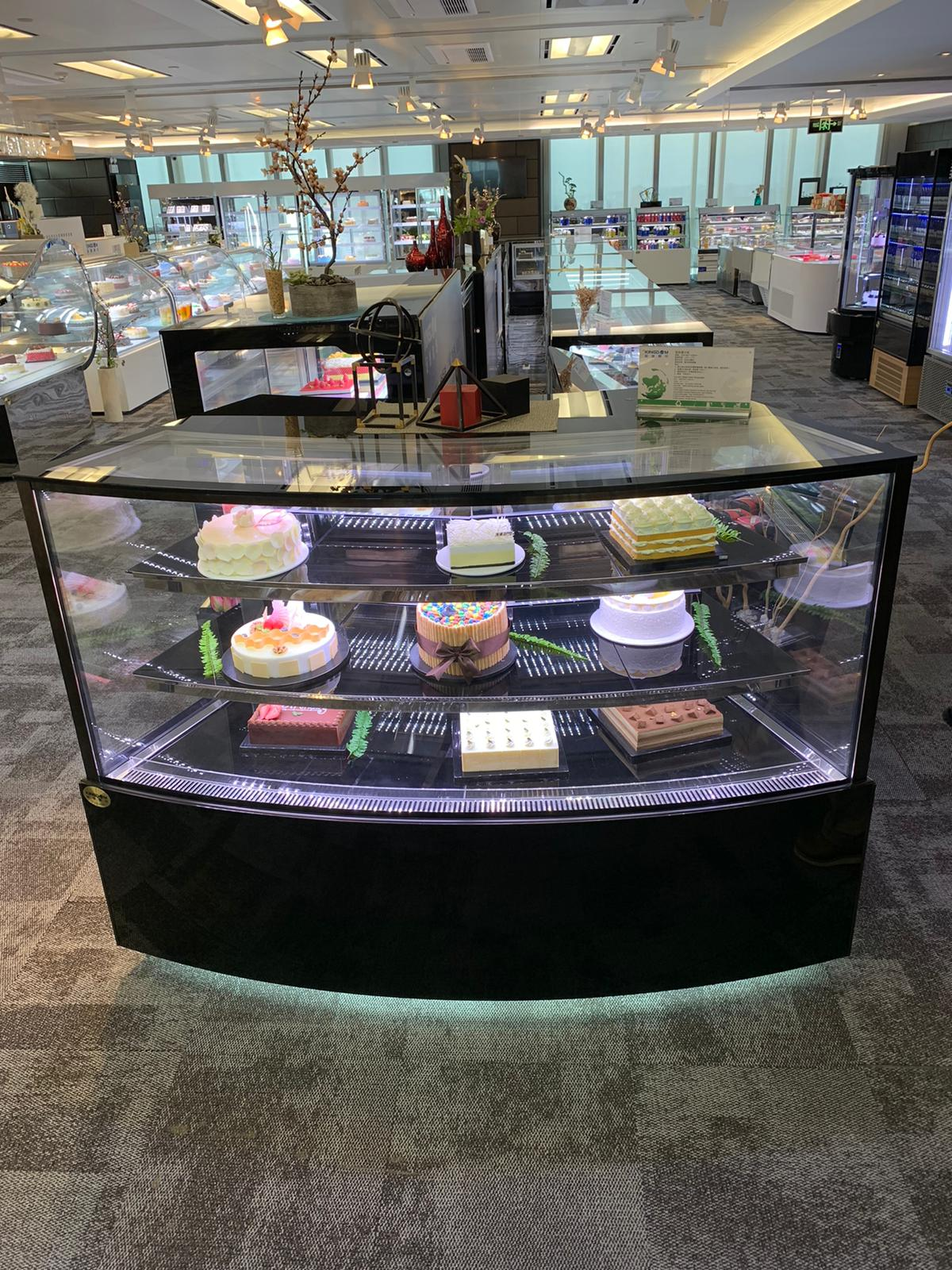 front curve display showcase