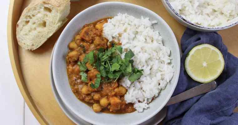 Süßkartoffelcurry mit Kichererbsen und Reis