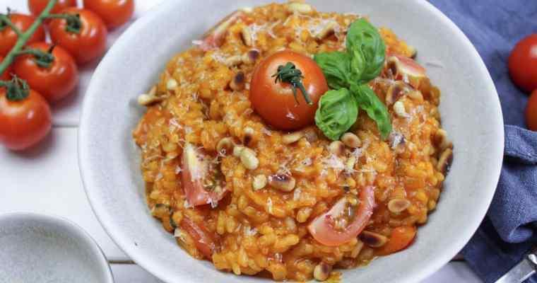 Tomatenrisotto mit Pinienkernen