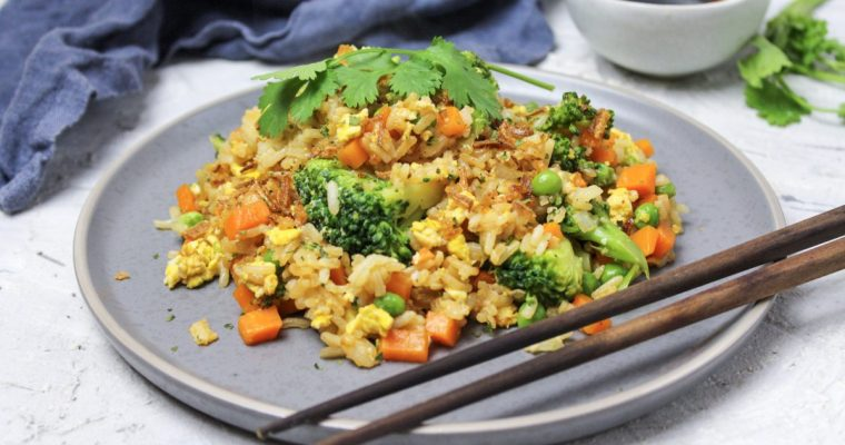 Gebratener Reis mit Gemüse und Ei