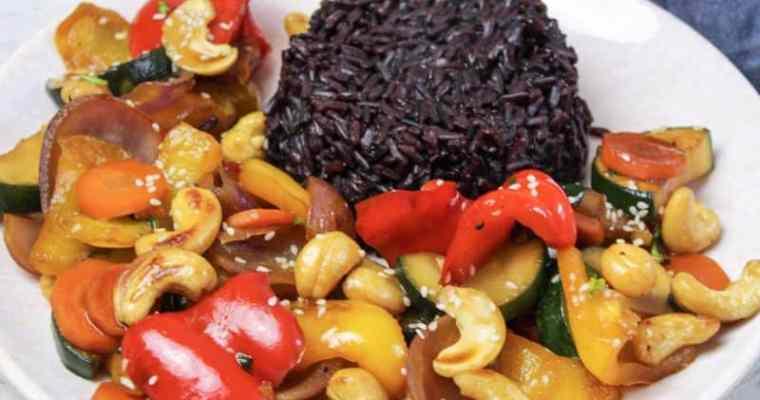 Cashew Kai mit lila Reis