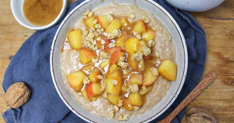 Apfel-Zimt Porridge mit Karamellsoße