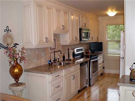 Vanilla Glazed Maple Kitchen Cabinets And Bathroom Vanities Information Page Kitchens Pro