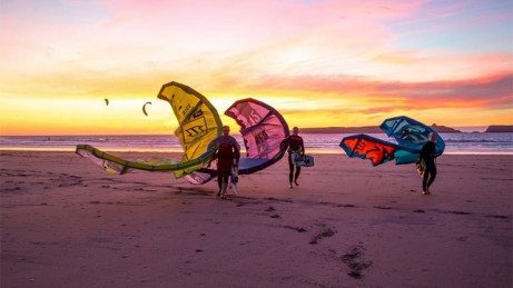 essaouira-sunset-kites-beach