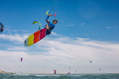 Camille Delannoy punts one on the lagoon in front of the kite camps Photo: Ydwer van der Heide / GKA Kite World Tour