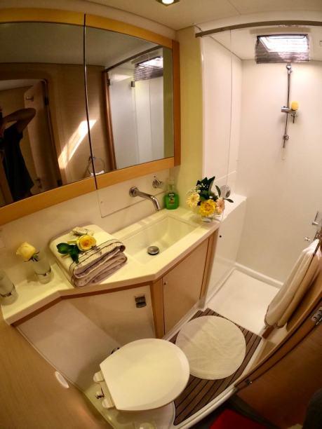 Kiteboat cruises bathroom