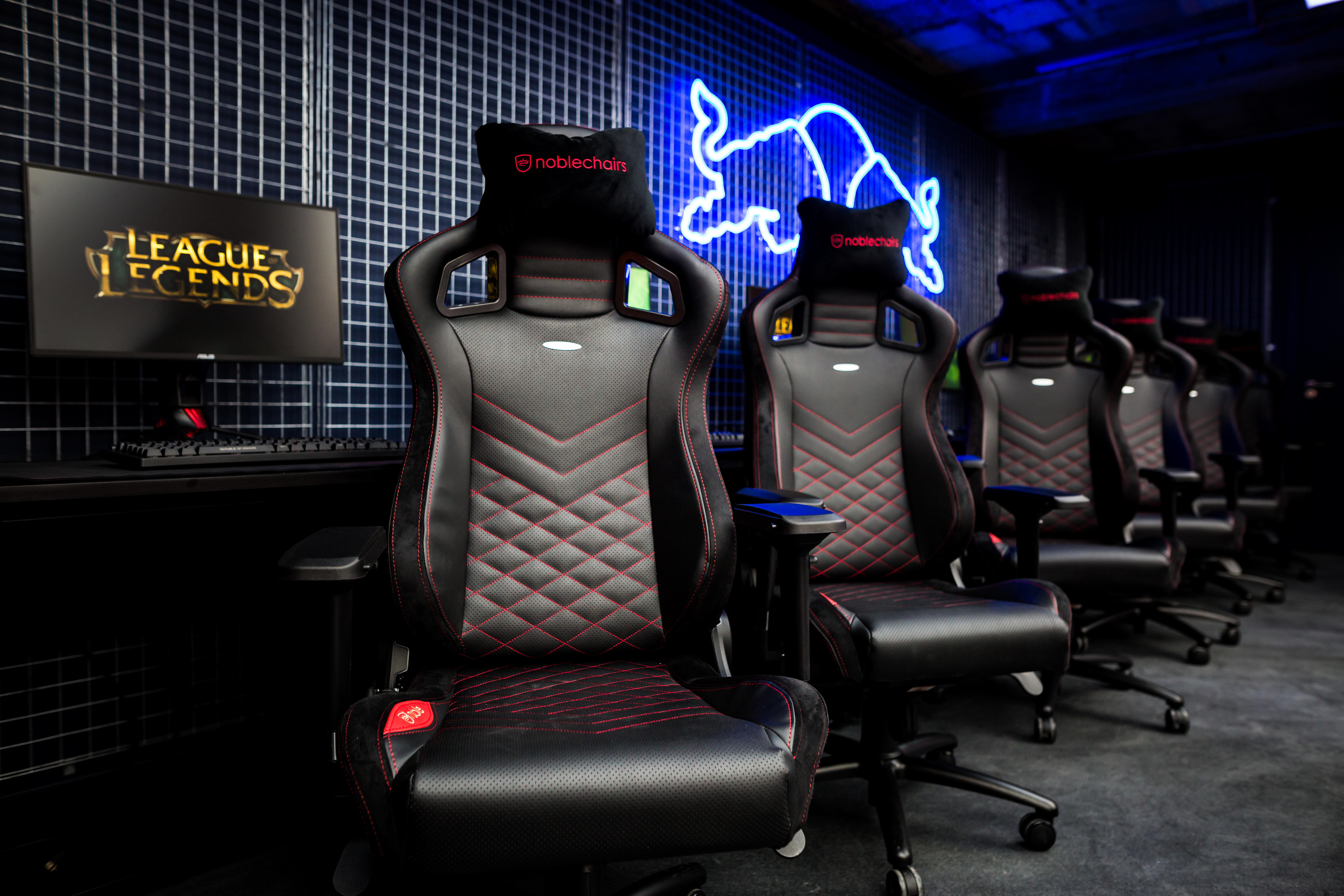 gaming chair pc cover hire north devon asus details all of the rog gear powering red bull sphere | kitguru