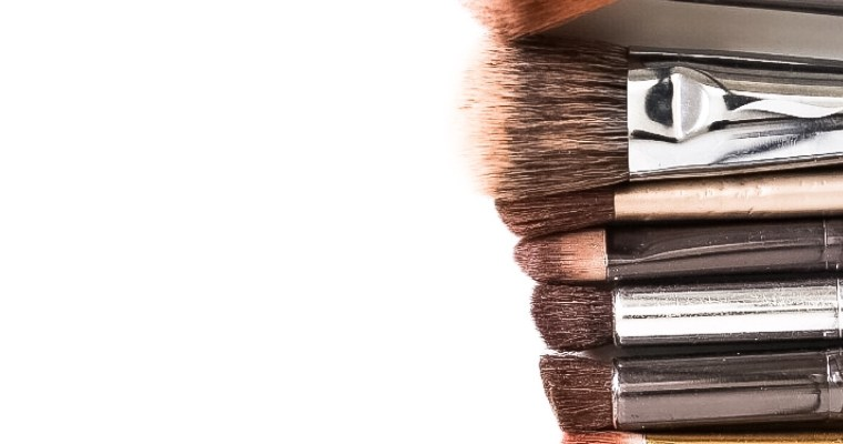 How to Clean your Makeup Brushes Daily and Weekly