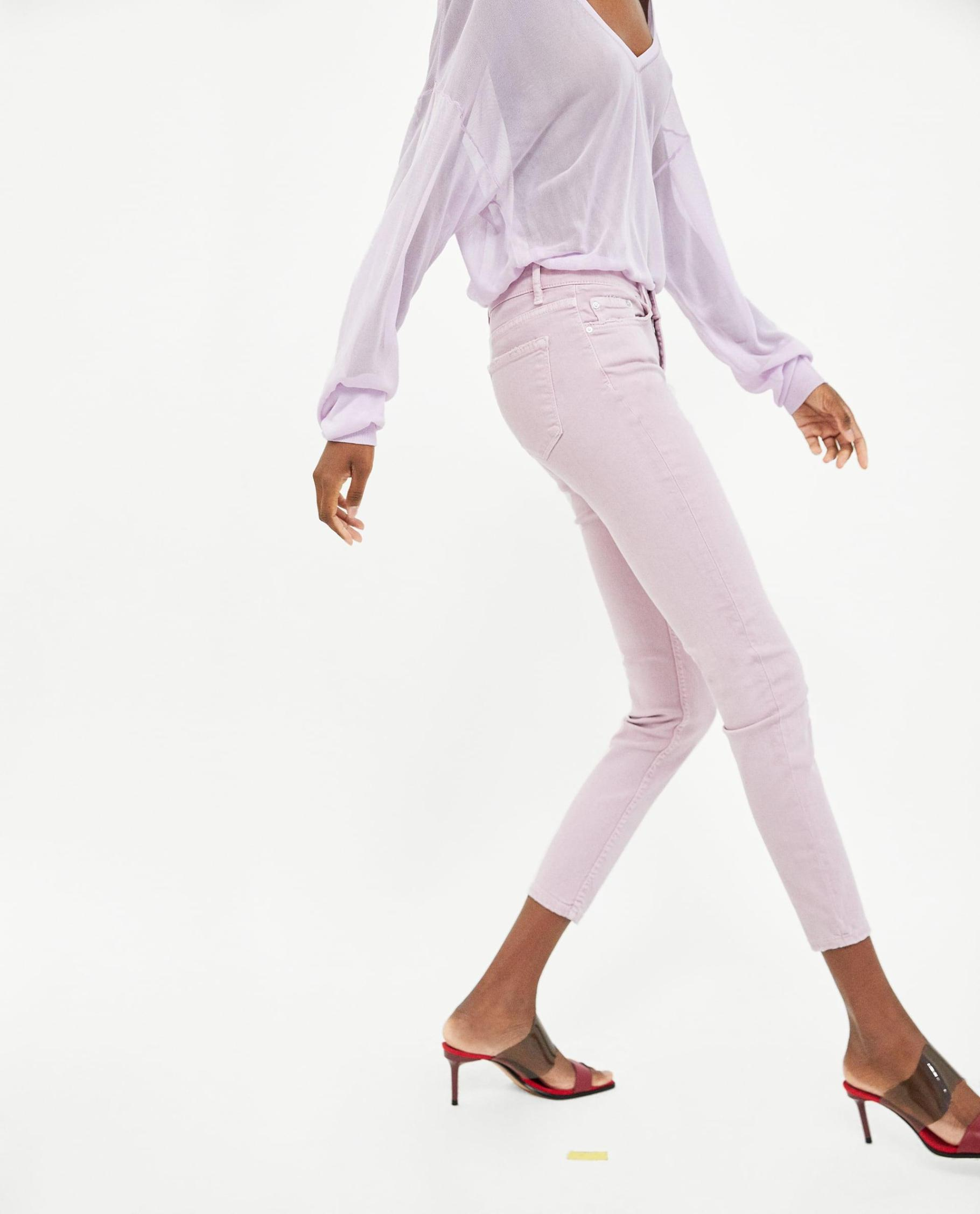 How to Wear Pastels 2019 Updated |Lilac Skinny Jeans and Lilac Shirt Tonal Monochrome| www.kittyandb.com #Lilac #Pastel #Chic #colourInspiration #OutfitInspiration #ColourPairing #monochrome