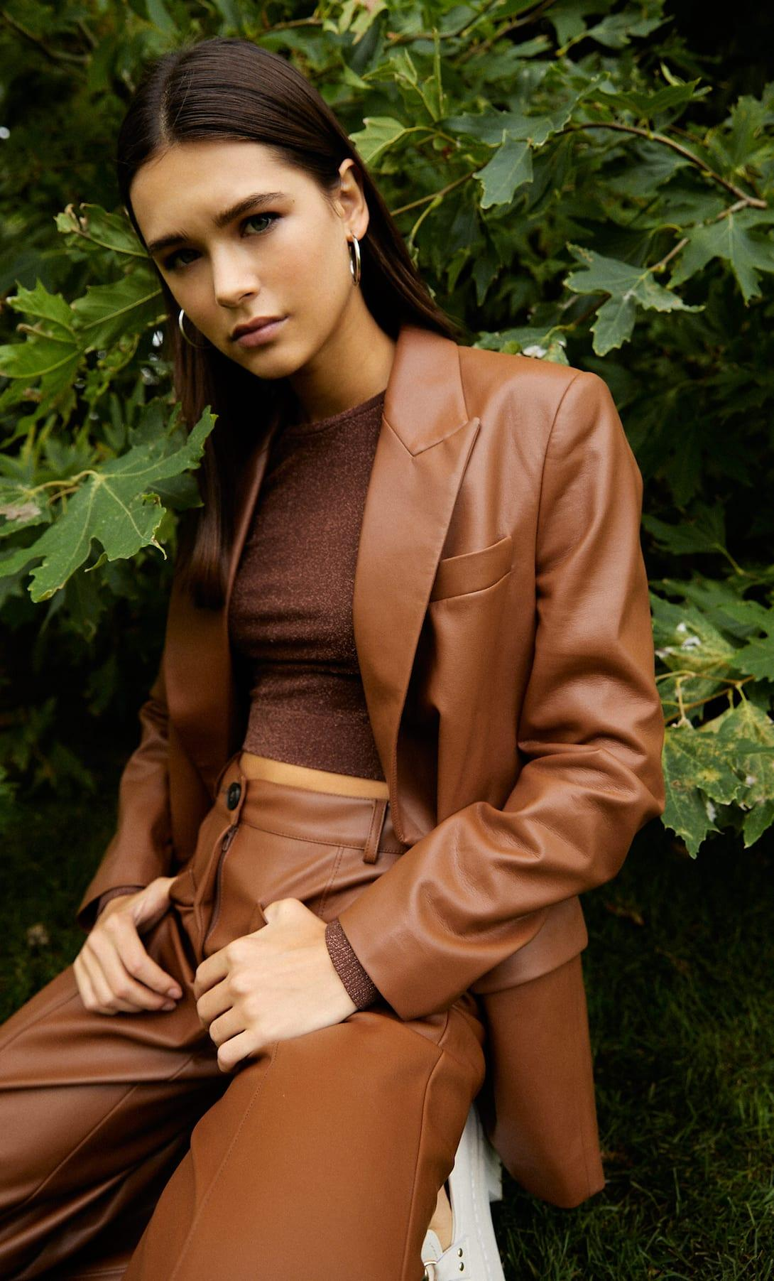 Brown Faux Leather Suit.Brown fashion is back in town. In a big way. Autumnal, retro, animal, corduroy. Yup, it's brown's time to shine this season. If you want some inspiration for how to wear brown and what colours go with brown, then it's all here. We have lots of wearable looks that you can recreate really easily with the clothes you already have or with a few wardrobe updates. | www.kittyandb.com #Brown #Brownaesthetic #FauxLeather #Suit
