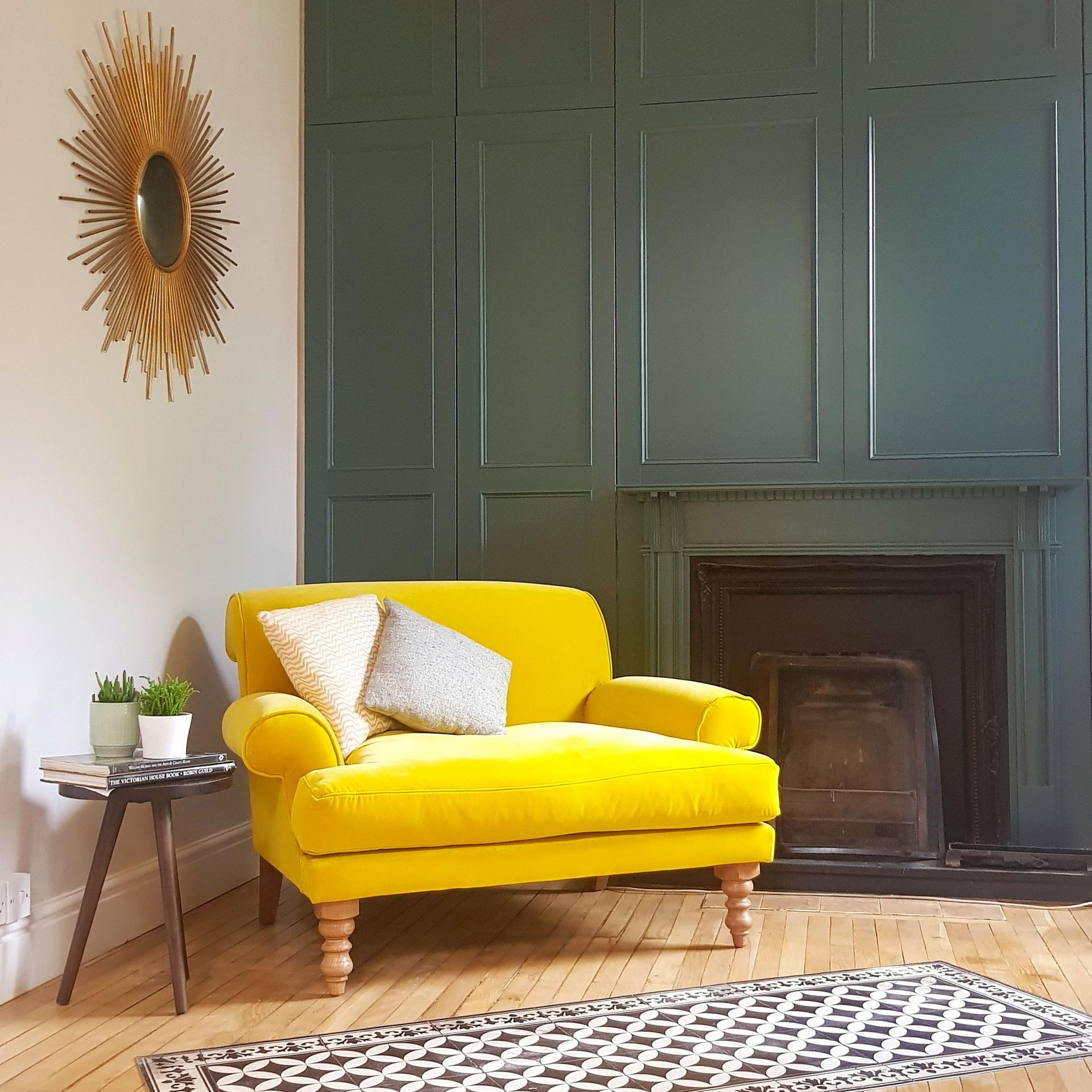 Green Living Room Inspiration| Today we're talking inspiration for a green living room. Green is a really versatile colour to decorate your home with. But, which colours and tones work well? What kind of accessories work with green? This post gives you ideas for pulling together an elegant green colour palette and pieces for your home. Read more: kittyandb.com #greenlivingroom #greencolorpalette #interiordecoratinginspiration #greenaesthetic #colourfulhomedecor