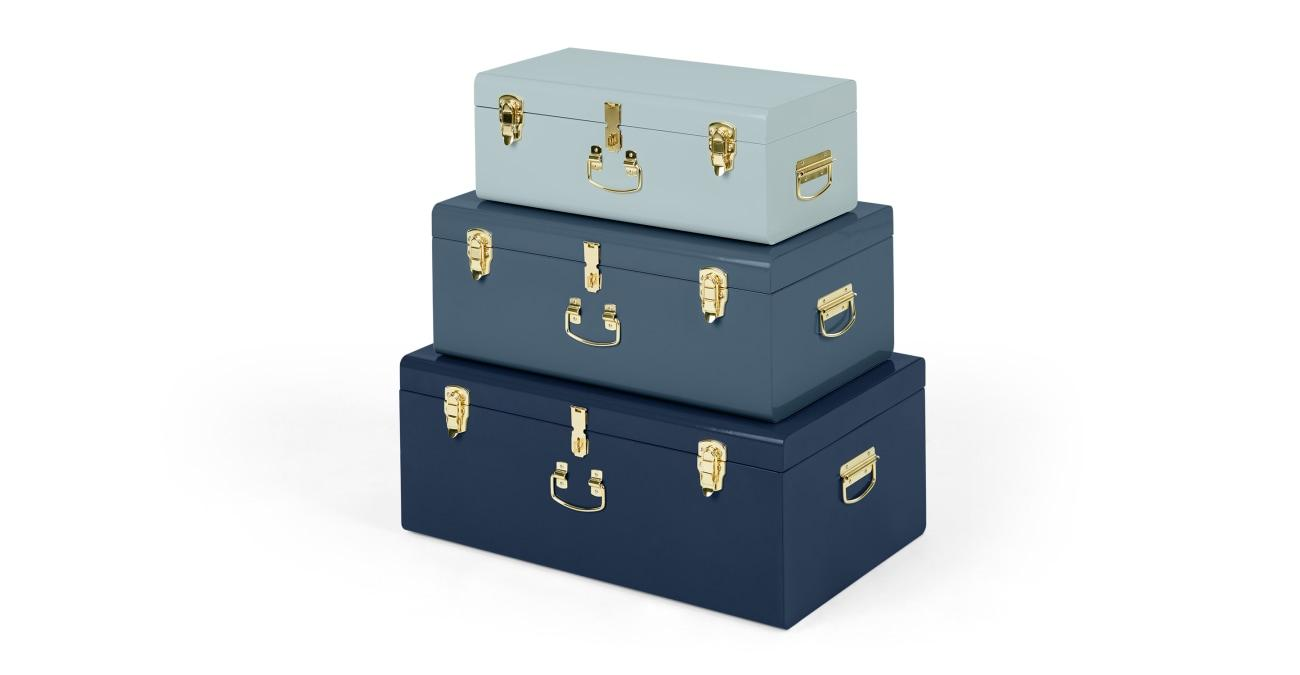 Tonal Blue Trunk Storage Living Room Decor Inspiration | Blue is a really versatile colour to decorate your home with. But, which colours and tones work well? What kind of accessories work with blue? This post gives you ideas for pulling together an elegant blue colour palette and pieces for your home. Read more: kittyandb.com #Blue #colourfulhomedecor #interiordecoratinginspiration #storage