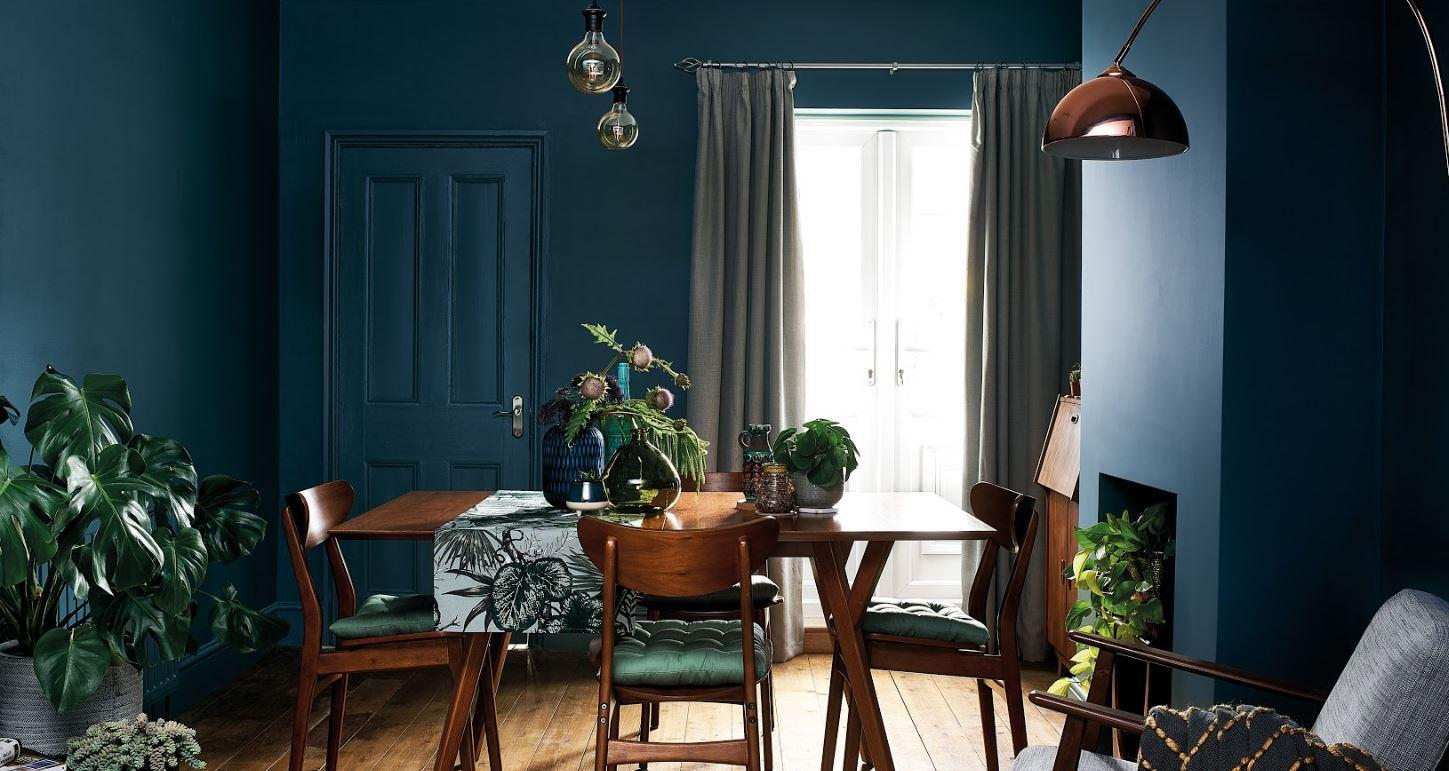 Blue Wall Dining Room Decor Inspiration| Blue is a really versatile colour to decorate your home with. But, which colours and tones work well? What kind of accessories work with blue? This post gives you the shades you need to recreate this ombre wall, plus ideas for pulling together an elegant blue colour palette and pieces for your home. Read more: kittyandb.com #blueroom #diningroom #colourfulhomedecor #bluecolorpalette #interiordecoratinginspiration #blueaesthetic